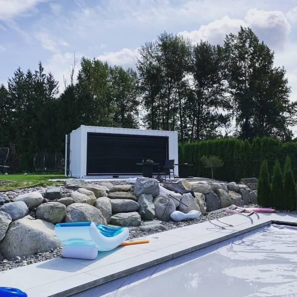 Poolside bar: 2 x 20′ units combined